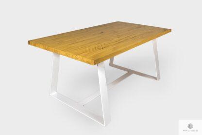 Industrialny dębowy stół z metalowymi nogami do salonu MERE