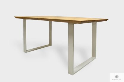 Nowoczesny dębowy stół na białych metalowych nogach do jadalni BRITA