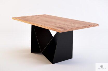 Stół industrialny z litego drewna na czarnej metalowej podstawie do salonu DALIA