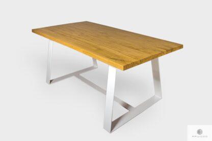 Stół z dębowym blatem i białymi nogami na wymiar do jadalni MERE