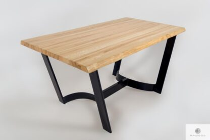 Stół z jesionowym blatem i metalowymi nogami do salonu FOSTER