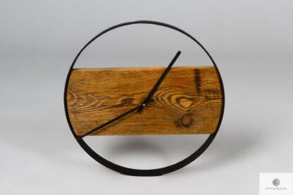 Zegar ścienny z drewna z czarną metalową obręczą