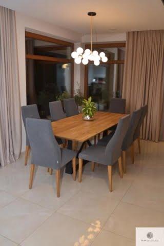 Industrialny stół z dębowym blatem na czarnej metalowej podstawie do salonu BORNEO