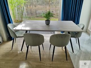 Nowoczesny stół z dębowym blatem i metalowymi nogami do jadalni VITA