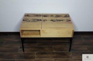 Oryginalny stolik z podnoszonym blatem z drewna litego z ozdobnym wypalaniem ASTOR find us on https://www.facebook.com/RaWoodpl/
