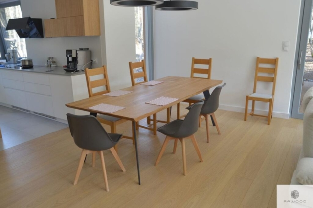 Stół z dębowym blatem i metalowymi nogami do jadalni VITA