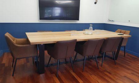 Sala konferencyjna – jaki wybrać stół?