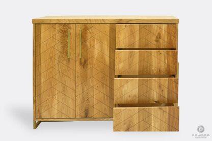 Komoda z drewna litego w jodełkę z szufladami do salonu CARIN