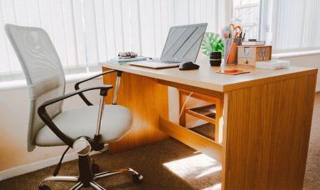 Jakie wybrać biurko dębowe?