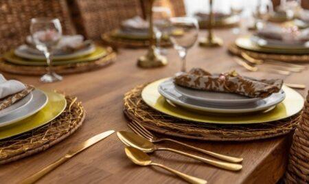Stół do małego salonu – jaki wybrać, by wykorzystać możliwości przestrzeni? 3 pomysły!